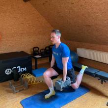 Cedric Nuytinck aan het werk in zijn fitnesskamer.